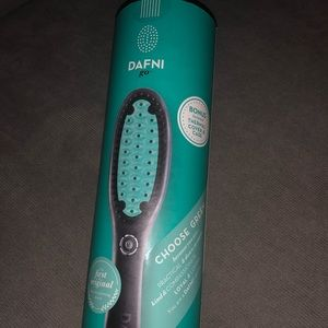 Dafni hair straightening brush.